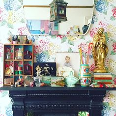 Happy Thursday lovelies. Ignoring the bank holiday weekend weather forecast and enjoying a day of faffing  Have a good one xx  #prettyvintage #vintagestyle #vintagedecor #vintagehome #myhome #myview #myvintagehome #myviewrightnow #vintageflorals