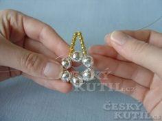 Christmas Decorations, Christmas Ornaments, Christmas Things, Motifs Perler, Dremel, Earrings Handmade, Snowflakes, Glass Beads, Diamond Earrings