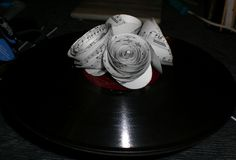 Use your old records to make your wedding centerpieces rock!