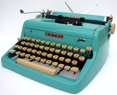 vintage typewriter - LOVE THIS - would never use it but its funky