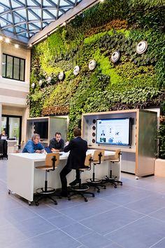 Steelcase inaugure un partenariat sur les espaces de travail du VILLAGE by CA, un lieu emblématique, imaginé par le Crédit Agricole pour l'accueil et le développement des start-ups à Paris. Un projet qui a nécessité plus de 2 ans de travaux dans un immeuble de 8 étages, situé au 55 rue de la Boétie, à Paris, et qui peut accueillir jusqu'à 100 start-ups. Entièrement repensé et réaménagé, l'immeuble du Village est certifié HQ.