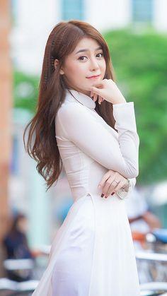 Vietnamese Traditional Dress, Vietnamese Dress, Traditional Dresses, Ao Dai, Vietnam Girl, Beautiful Asian Women, Asian Woman, Asian Beauty, White Dress