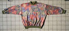 jaren 80 damestrui met bloemmotieven Maat L Prijs: € 25,00