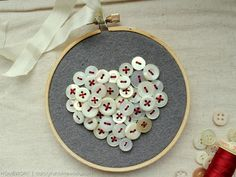 This is ADORABLE! Vintage-Inspired Embroidery Hoop Art