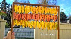 Ovikoriste pihlajanlehdistä. Autumn leaves ideas / Askarteluja syksyn ruska-lehdistä. http://essinkoti.blogspot.fi/2015/09/pihlajan-lehdet-rivissa.html