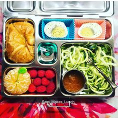 Wednesday's @planetbox lunch for my 4th grader is an organic hard boiled egg, mini croissant, clementine, raspberries, and I got to try my #spiralizer for the very first time -- zucchini noodles with Makoto ginger dressing. Happy packing!  #healthylunch #bento #eattherainbow #planetbox #organic #realschoolfood #healthykids #jerf #justeatrealfood #packedlunch #instafood #healthyfood #igmeals #photooftheday #healthykidscommunity #werockthelunchbox #cleaneating #healthyeating #schoollunch…