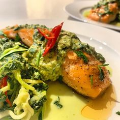 "Naomi Tae on Instagram: ""I have been missing creamed spinach but my avos ate not ready for use tonight. So here is a more traditional way of doing creamed spinach,…"" Creamed Spinach, Low Carb Recipes, Broccoli, Keto, Nutrition, Traditional, Chicken, Vegetables, Instagram"