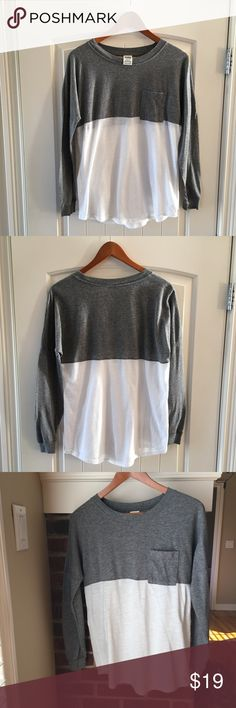 "PINK Victoria's Secret Long Sleeve Campus Tee XS PINK Victoria's Secret Long Sleeve Campus Pocket Tee Size XS. Heather gray top, white bottom. This heavyweight tee is just about tunic length—pair it with leggings for a casual campus look. 60% Cotton, 40% Polyester. Length is about 26"", chest is about 20"". Very good condition. Kept in a smoke free home. PINK Tops Tees - Long Sleeve"