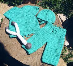Conjunto confeccionado em crochê em fio antialérgico  Cor verde  Tamanho 4 a 6 meses