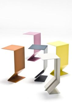 Metal side table Blurred Limits: Marc Thorpe for Moroso Photo Design Furniture, Metal Furniture, Table Furniture, Contemporary Furniture, Chair Design, Moroso Furniture, European Furniture, Minimal Design, Modern Design