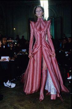 Fashion Killa, 90s Fashion, Couture Fashion, Fashion Art, Runway Fashion, High Fashion, Fashion Show, Fashion Outfits, Fashion Design