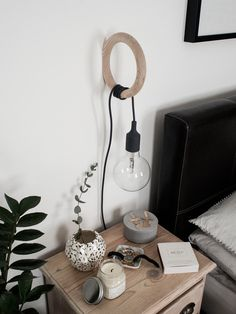 För ett tag sen visade jag hur jag hade kombinerat Work lamp (adlink) från Designhouse Stockholm med en konsol från IKEA, och