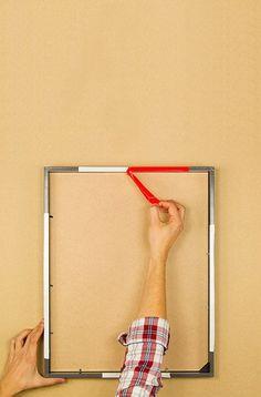 So werden deine Rahmen ein Hingucker. Mit diesen Schritten hängst du deinen Rahmen so auf, dass sie genauso originell aussehen wie deine Schnappschüsse darin.