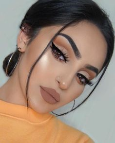 37 Casual Natural Prom Makeup Looks to Inspire You Prom Prom Eye Makeup, Natural Prom Makeup, Prom Makeup Looks, Natural Lipstick, Pretty Makeup, Liquid Lipstick, Natural Beauty, Makeup Brush Storage, Makeup Brush Holders