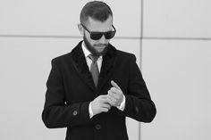 Palton barbati cu guler de blana Antonio Gatti cambrat. #paltonbarbati #modabarbati #antoniogatti #paltonstofa #gulerblana #paltonslim Barbie, Suit Jacket, Men Coat, Black And White, Fashion Men, Casual, Jackets, Coats, Shopping