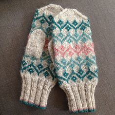 Ravelry: Project Gallery for Ursula Mittens pattern by Kate Davies Knitted Mittens Pattern, Loom Knitting Patterns, Knit Mittens, Knitted Gloves, Knitting Stitches, Knitting Socks, Hand Knitting, Knitting Tutorials, Hat Patterns