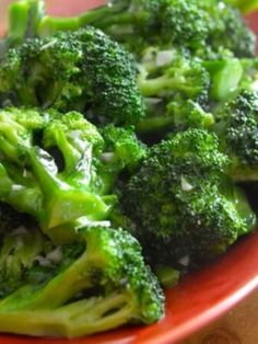 Garlicky broccoli stir-fry is a great side dish to serve with a seared chicken breast, or some soy glazed salmon. One thing that Chinese cuisine does particularly well is make vegetables that taste really really good including a broccoli stir-fry. Broccoli Stir Fry, Garlic Broccoli, Broccoli Recipes, Vegetable Recipes, Veggie Dishes, Chinese Broccoli Recipe, Califlower Recipes, Steamed Broccoli, Veggie Meals