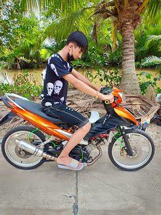 Adidas Slides Outfit, Racing Team, Ulzzang Boy, Custom Motorcycles, Bicycle, Boys, Idol, Smoke, Baby Boys