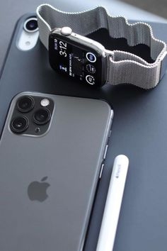 ⭐️UPGRADE YOUR APPLE WATCH BANDS⭐️ Apple Watch bands Silver Style. Perfectly fits with Apple Watch Series 5, 4, 3, 2, and 1. Free Iphone, Iphone 11, Apple Iphone, Apple Laptop, Iphone Case, Apple Watch Series, Apple Watch Bands, New Technology Gadgets, Smartphone