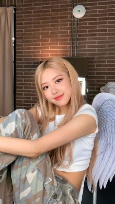 recently Blackpinks Rose Cover of 'Eyes Closed' has Reached 20 Million views on YT.with her angelic voice Rose has stunned so many people with her … Blackpink Lisa, Blackpink Jennie, Korean Girl, Asian Girl, Rose And Rosie, Mode Rose, Black Pink Kpop, Black Pink Rose, Rose Park