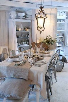 Shabby to Chic: Five Ways to Revamp and Modernize Your Shabby Chic Room - Sweet Home And Garden Shabby Chic Kitchen, Shabby Chic Style, Shabby Chic Decor, Vintage Decor, Shabby Cottage, Cottage Style, Decoration Shabby, French Decor, Swedish Decor