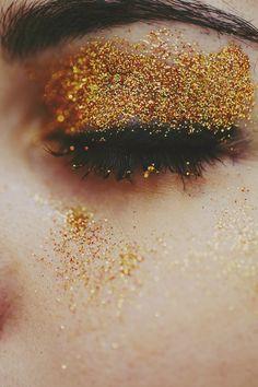 Glitter Gold: Keel make- up inspiration Beauty Make Up, Hair Beauty, Silvester Make Up, Make Carnaval, Eye Makeup, Hair Makeup, Makeup Art, Gold Eyeshadow, Eyeshadow Primer