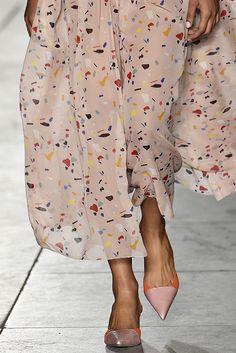 Carolina-Herrera-New-York-Fashion-Week-Spring-Summer-2018-NY-September-2017-look18-detail3