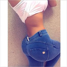 Epic butt  Tiny waist  S-curve  Zero muffin top  'In those jeans' @jellydevote