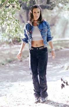 Alyssa Milano as Phoebe Halliwell in CHARMED TV Series - dvdbash.wordpress.com