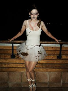 Dead ballerina halloween costume! Zombie Ballerina, Ballerina Halloween Costume, Circus Halloween Costumes, Zombie Halloween Party, Creepy Halloween, Halloween Makeup, Mummy Costume Women, Adornos Halloween, Costumes