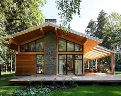 Roof Overhang for a Contemporary Exterior with a Gable Roof and Woodlark House by Roman Leonidov Design Exterior, Roof Design, Cafe Exterior, Ranch Exterior, Exterior Shutters, Exterior Stairs, Chalet Modern, Wooden House Design, Wooden Houses