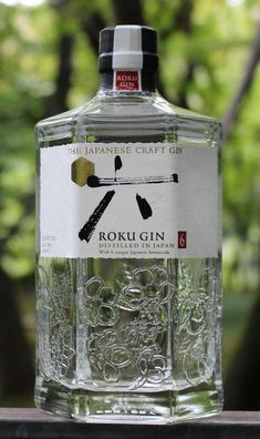 """In Japanese, roku means """"six."""" Suntory's take on gin is called """"six"""" after six quintessentially Japanese botanicals. Firstly, there's green tea two ways: sencha … Whisky, Gin Recipes, Cocktail Recipes, Gin Brands, Gin Tasting, Best Gin, Craft Gin, Spiritus, Wine Packaging"""