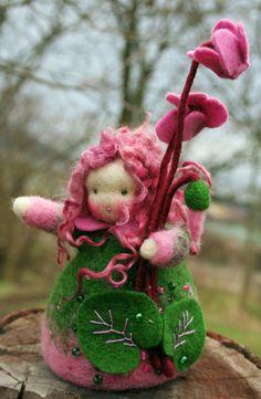 Blumenkind Alpenveilchen (Cyclamen) von Zauberland auf DaWanda.com
