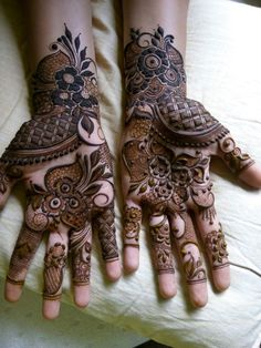 8 Awesome types of Mehndi Designs to Decorate. Mehndi plays a significant role in women's life, and you can see most of the women's are obsessed Khafif Mehndi Design, Rose Mehndi Designs, Back Hand Mehndi Designs, Mehndi Design Pictures, Modern Mehndi Designs, Mehndi Designs For Girls, Henna Art Designs, Mehndi Designs For Beginners, Wedding Mehndi Designs