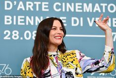 Brad Pitt, couldn't peel his eyes away from Liv Tyler as they attended the photocall for Ad Astra during the Venice Film Festival at Sala Grande in Italy on Thursday. Liv Tyler, Best Actress, Brad Pitt, His Eyes, Film Festival, Venice, Fans, Actresses, Women