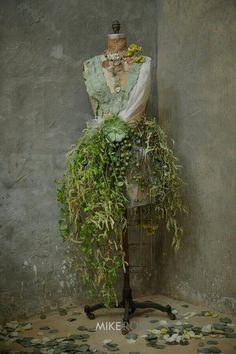 Flower manequin (ladies restroom)How cool to make for a vintage dress form Mannequin Christmas Tree, Dress Form Christmas Tree, Mannequin Art, Dress Form Mannequin, Floral Fashion, Dress Fashion, Flower Dresses, Garden Art, Flower Art