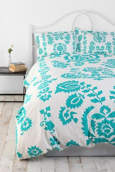 Turquoise paisley (with pink walls for Sophie) nlb