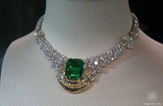 Christie's Dubai - White diamond necklace, with emerald centerstone