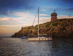 Early morning on the mooring in front of Capraia island in Italy. One hour later the sky became dark and a huge rainstorm made our day just a little bit less funny... #italy #capra#island #islandlife #iloveitaly #sailingboat #sailing #tour #tower #sky #storm #rainstorm #traveling #traveldiaries #clouds #instagram #ig_island #instafollow #photo #sailboat #mooring by ewagrosphotography
