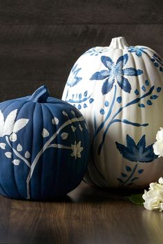 This year, trade grinning orange jack-o'-lanterns for pumpkin decor that nods to the past. Showcasing elaborate designs inspired by traditional decorative arts, chinoiserie pumpkins are the latest fall trend that puts a new twist on tradition. #chinoiseriepumpkins #falldecor #paintedpumpkins #farmhouse #bhg