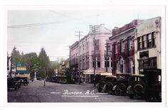 BC – DUNCAN, Station St, Vidal Block, Canadian Bank of Commerce c.1938-1950 RPPC