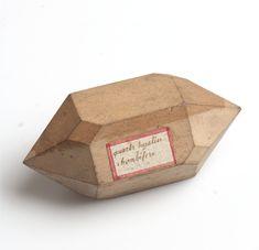 R._J._Haüy,_pearwood_crystal_model,_collection_Teylers_Museum,_Haarlem_(the_Netherlands).jpg (795×768)