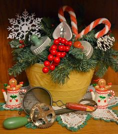 Sugar Spice and Southern Life, Christmas Kitchen Christmas Past, Primitive Christmas, Country Christmas, Winter Christmas, Christmas Wreaths, Christmas Ideas, Xmas, Christmas Photos, Christmas Kitchen Decorations