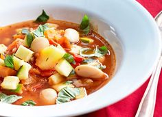 Ruokaisa kasviskeitto, resepti – Ruoka.fi - Rich vegetable soup Cheeseburger Chowder, Thai Red Curry, Soup Recipes, Vegetarian, Vegetables, Ethnic Recipes, Anna, Soups, Food