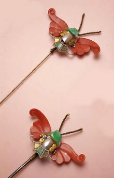 China | Pair of antique gem set jadeite and coral bat hairpins | ca. Qing dynasty | 26'290 HK$ ~ sold (Oct '02)