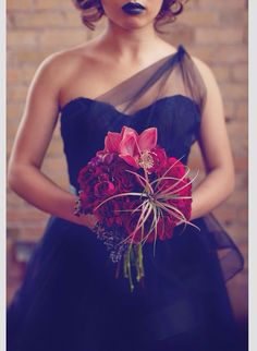 Red and black gothic themed wedding....? Gorgeous style dress and stunning bouquet