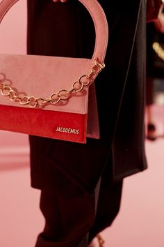 Pink bags with chains at Jacquemus' AW17 PFW show.