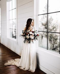 Brides imagine having the perfect wedding day, but for this they need the best bridal dress, with the bridesmaid's outfits complimenting the brides-to-be dress. Here are a variety of ideas on wedding dresses. Wedding Goals, Wedding Pics, Wedding Flowers, Wedding Planning, Wedding Dresses, Wedding Bouquet, Dresses Dresses, Hipster Wedding, Bride Flowers