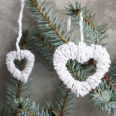 Make paper heart ornaments for the Christmas tree with this DIY.... For valentines day too.