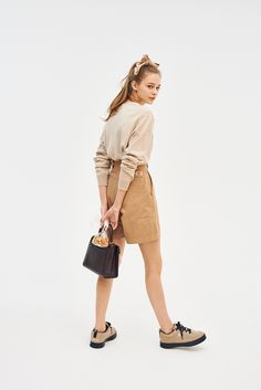 Because summer is short. Put on shorts! Summer Outfits, Because summer is short. Put on shorts! Fashion 2020, 90s Fashion, Girl Fashion, Fashion Outfits, Womens Fashion, Fashion Design, People Cutout, Fashion Poses, Look Cool